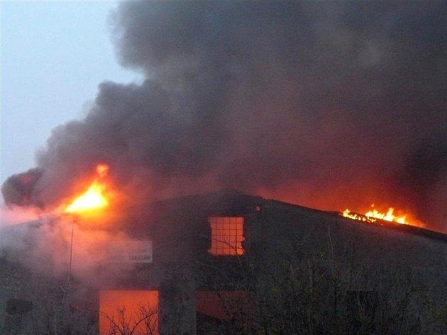 Požár budovy v Okružní ulici v Prostějově