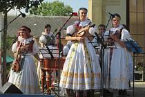 Folklorní soubory z celé Hané se představily v Čechách pod Kosířem.