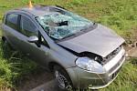 Neovladatelný Fiat se přetočil u Žešova na střechu, řidič skončil v nemocnici. 21.5. 2019