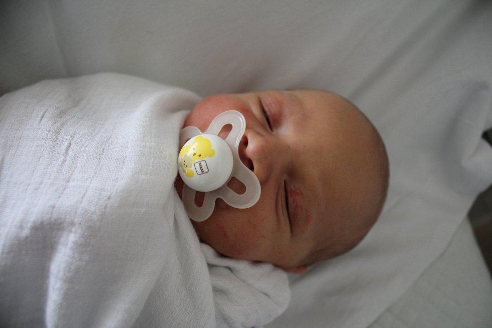 Nikola Kouřil, Smržice, narozen 16. října 2019 v Prostějově, míra 50 cm, váha 3650 g