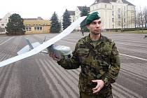 Slavnostní nástup vojáků při příležitosti vzniku praporu bezpilotních systémů Prostějov plus ukázky dronů