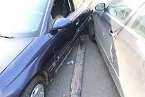 Dopravní nehoda dvou aut v křižovatce ulic Olomoucké, Šafaříkovy a Lužické v Prostějově