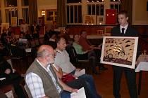 V prostějovském Národním domě se ve středu 26. listopadu uskutečnila aukce obrazů známých výtvarníků. Výtěžek z prodeje výtvarných děl jde na účet speciální školy v Tetíně na Prostějovsku.