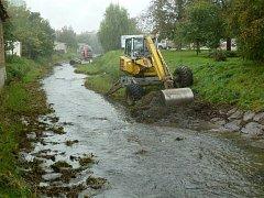 Povodí Moravy z Hloučely protékající Mostkovicemi odtěžilo sedimenty.