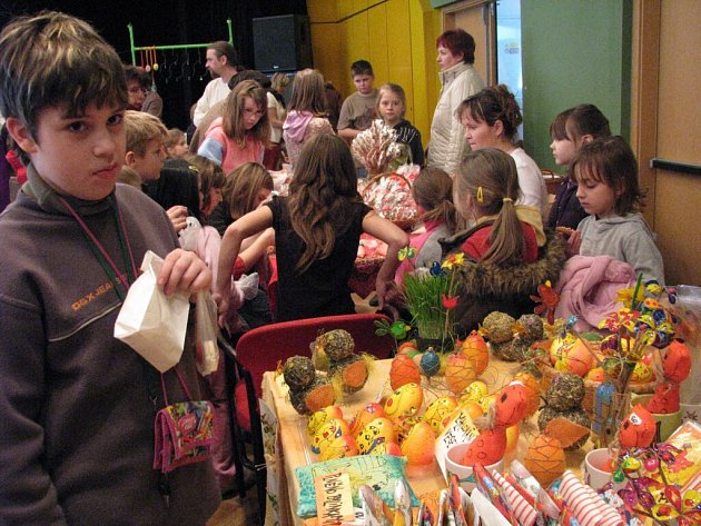 Prostějovský Kulturní klub Duha ve Školní ulici připomněl lidem svátky jara tradiční výstavou.
