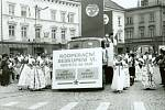 Původní oslavy mezinárodního dělnického svátku (na počest potlačené stávky amerických dělníků v Chicagu r. 1886) se během minulého režimu zaměřily spíše na podporu komunistických ideí a demonstraci bratrského svazku k Sovětskému svazu.