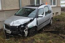 Nedání přednosti mělo stát za páteční nehodou v Držovicích. Zranila se při ní žena. Foto: Policie ČR