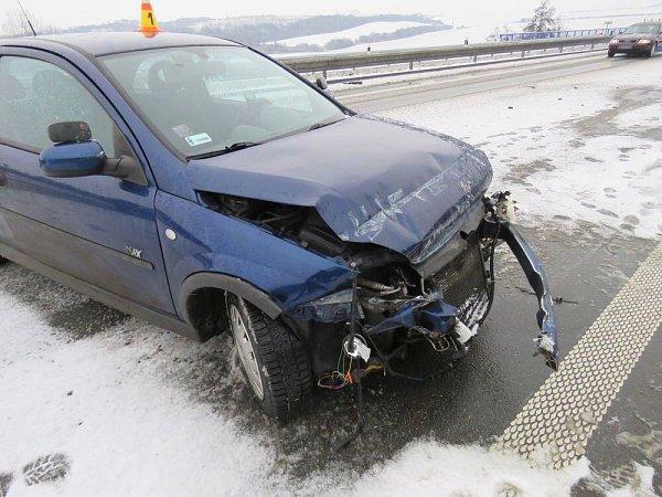 UBrodku havaroval řidič do svodidel.
