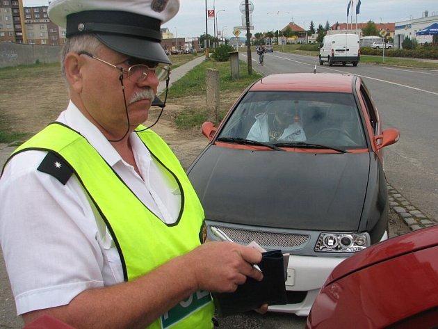 Policisté na začátku školního roku hlídají přechody a dělají preventivní kontroly na silnicích.