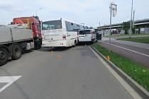 U křižovatky ulic Josefa Lady a Krapkovy vProstějově se srazila dodávka s autobusem.