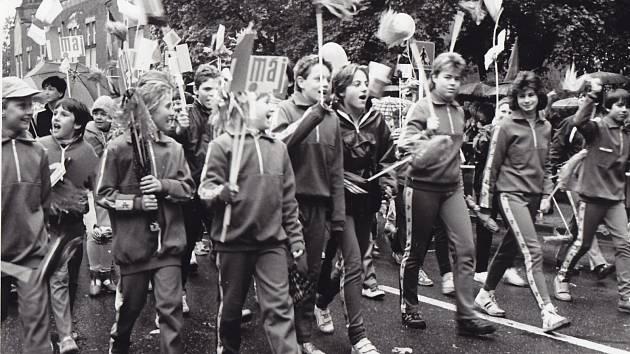 Prvomájových akcí se účastnili školy, podniky a všemožné zájmové organizace. Největší zážitek z těchto akcí měly většinou děti.