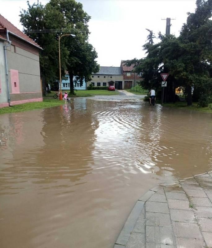 Následky bouřky v Želči na Prostějovsku, 28. 6. 2020