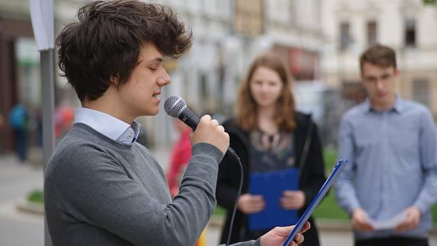 Veřejné čtení jmen obětí holocaustu v Prostějově - 2. května 2019