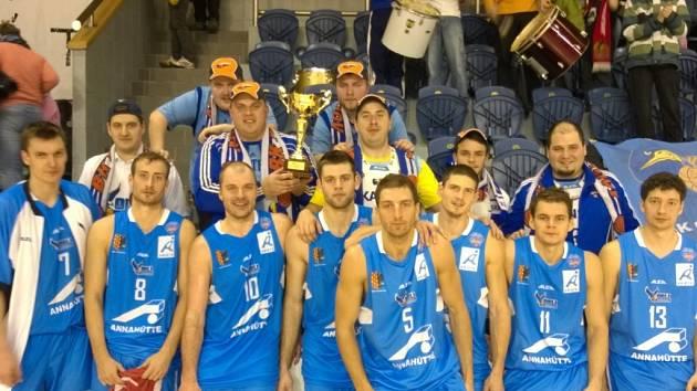 Prostějovští basketbalisté si vezou domů z Českého poháru stříbrné medaile.Ve čtvrtfinále porazili Valašské Meziříčí, v semifinále Pardubice, ale ve finále nestačili na Nymburk.