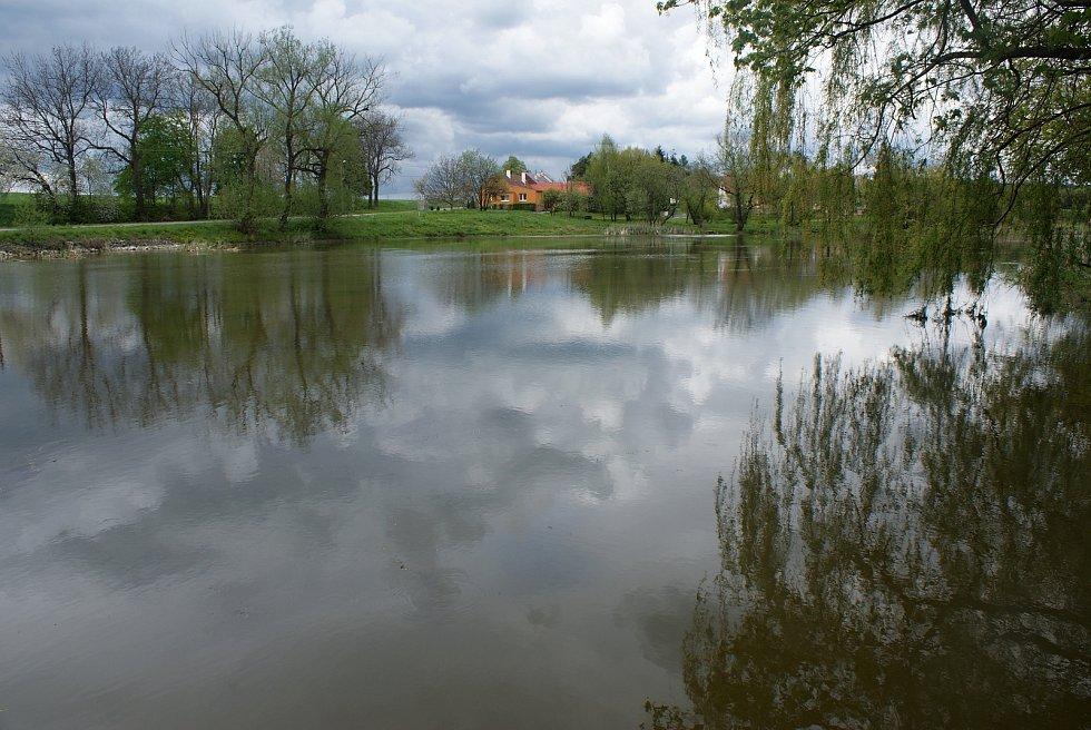Změny turistického značení na Drahanské vrchovině - nové trasy a rozcestníky - Horní otinoveský rybník