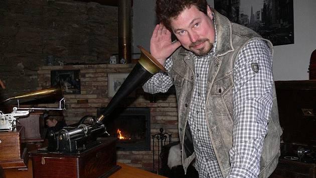Marek Pokorský se svými historickými zvukovými stroji