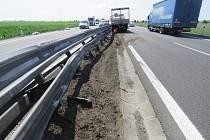 Řidič nákladního auta poslal vozidlo do svodidel. Za nehodu dostal pokutu.