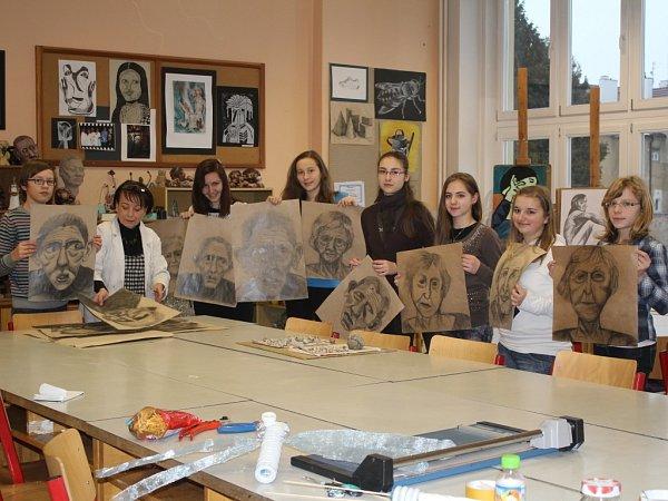 Děti zVýtvarného oboru na Základní umělecké škole Vladimíra Ambrose si ve čtvrtek odnesly pololetní vysvědčení.