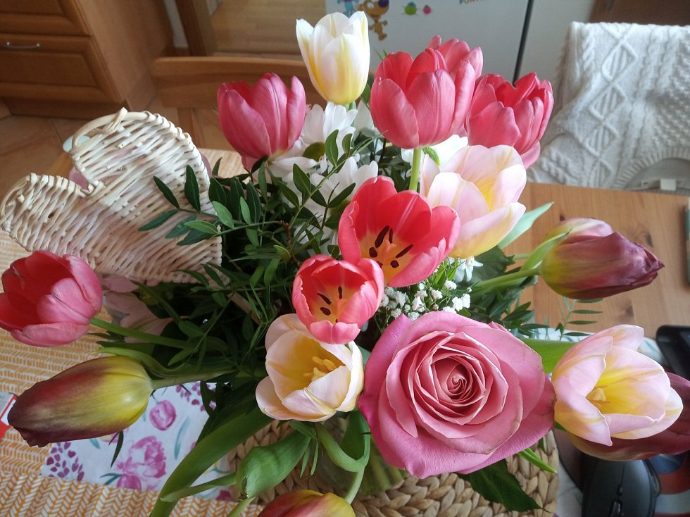 Květinová kytice potěší každou mámu