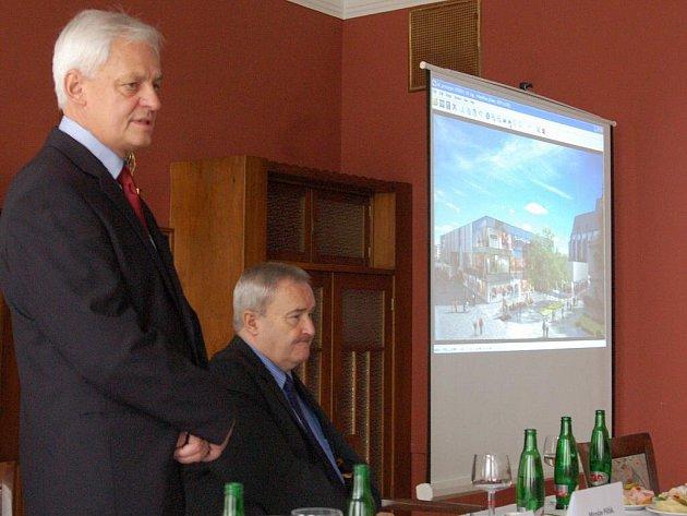 Z tiskové konference představující novou podobu Prioru v Prostějově - vlevo Adolf Vlk - jednatel Prioru
