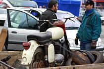 Burza nabídla i motory skútrů Čezeta