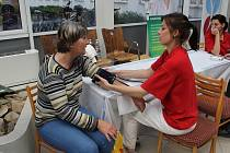 Osvětová akce v prostějovské nemocnici zaměřená na prevenci proti cévní mozkové příhodě