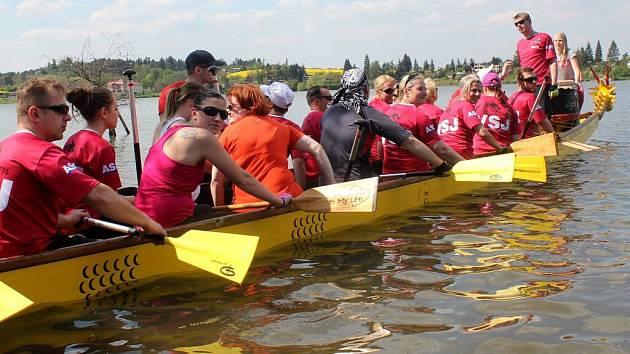 Křest dračích lodí na Plumlovské přehradě
