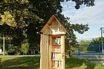 Výroba, instalace a užívání knihostromu ve Ptení