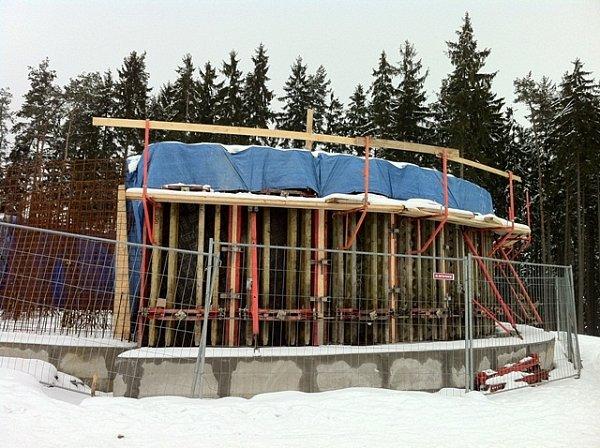 Stavba rozhledny na Kosíři vúnoru 2013