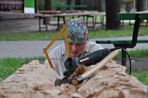 Prostějovská rodačka Miroslava Špačková vytváří na sochařském sympoziu sochu Křesťanem v poslední chvíli