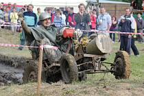 Závodem traktorů svérázných a orinálních konstrukcí, přezdívaných domamonty, ožila v sobotu po roce Stínava.