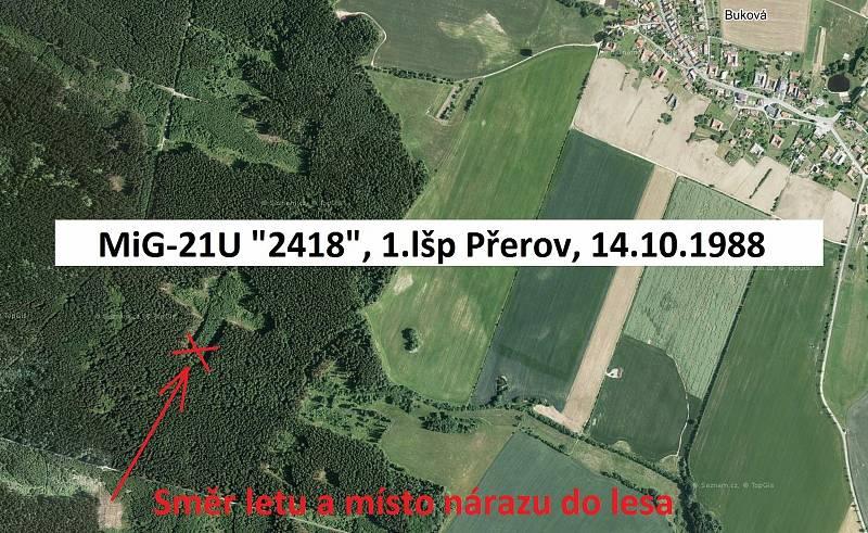 Tragická havárie MIGu-21U u Bukové na Prostějovsku 14. 10. 1988 - I když od nehody uplynulo přes 30 let, místo je na leteckých snímcích velmi dobře patrné. Zřetelný je pruh nově vysázeného lesa, který s novějším, kolmým průsekem tvoří, téměř symbolicky, o