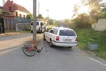 Nalitý cyklista trefil sloup