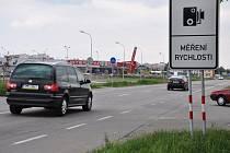 Značky upozorňující na měření rychlosti v Prostějově
