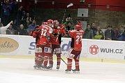 Prostějovští hokejisté (v červeném) prohráli v derby s Přerovem 1:2