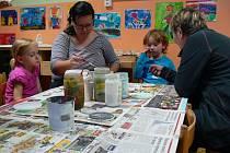 Do tvůrčích dílen se zapojují děti i rodiče