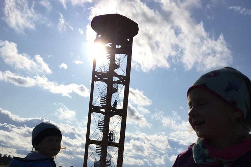 Pouštění padáčků na rozhledně Kopaninka a houbaření u Repech