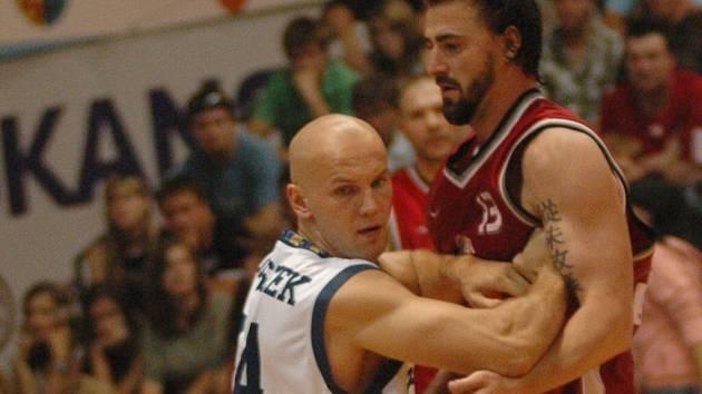 Přetlačí alespoň ve třetím zápase prostějovští basketbalisté suverény z Nymburku.