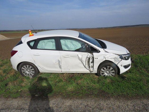 Mezi Pavlovicemi a Mořicemi havarovalo auto s autobusem. Při nehodě se nikdo nezranil.