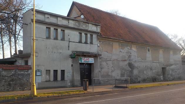 Budova bývalého kina v Plumlově - stav na konci března 2019