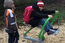 Nové fitness stroje na zahradě dětského domova v Prostějově