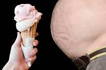 Obezita je častým výsledkem hladovění. Ilustrační foto