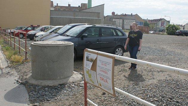 Velké parkoviště v Komenského ulici v Prostějově - 11. května 2018