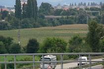 Pozemky u rychlostní silnice R46 mezi Držovicemi a Vrahovicemi. Zaplní je sluneční panely?