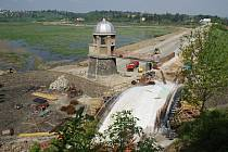 Stavební práce na hrázi a mostu plumlovské přehrady