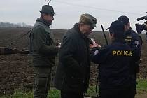 Policejní kontroly na honech na Prostějovsku. Dechová zkouška u myslivce na přítomnost alkoholu.