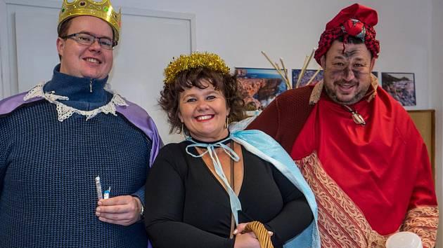 Tři králové vpodání zástupců města a farnosti vyrazili do ulic Plumlova. Navštívili místní základku a firmy, kde přiblížili smysl dobročinnosti.