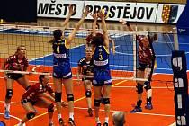 Volejbalistky Prostějova (v modrém) proti Drážďanům