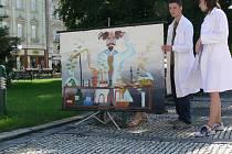 Tři gymnázia ve spolupráci s iniciativou Česká hlava vytáhla v úterý 24. června vědu z prostředí sterilních laboratoří do ulic Prostějova.