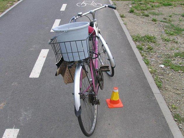 Stařenčino kolo po nehodě v Kostelecké